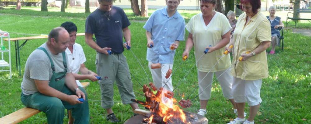 Prázdninové opékání buřtů