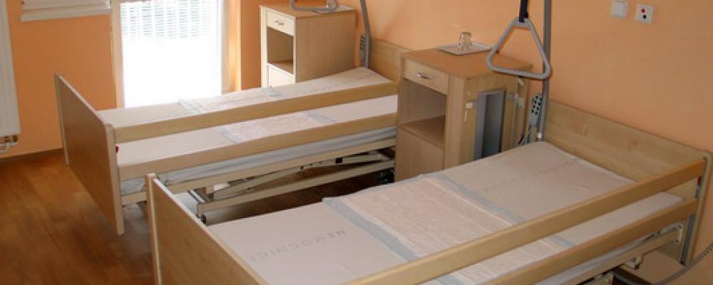 Pavilon sociálních lůžek - Dvoulůžkový pokoj s elektricky polohovatelnými lůžky a balkonem.